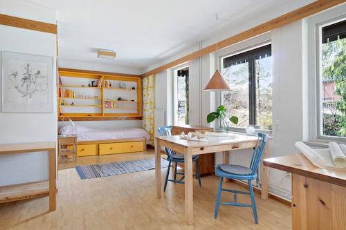 Ett rum med egen ingång, kan passa sig för äldre barnen?
