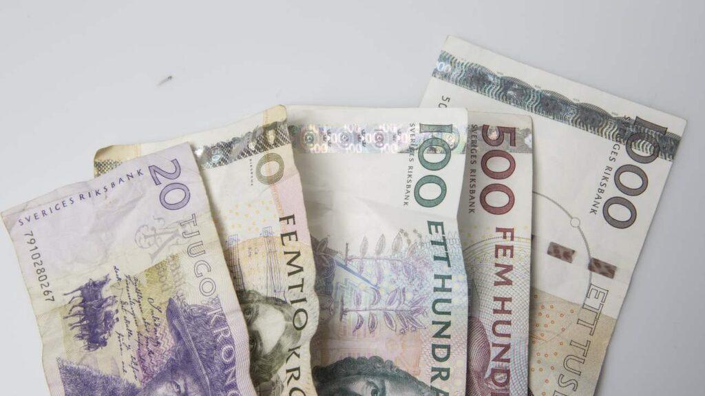 Spara pengar genom att förhandla till dig bra villkor för bolånet. Passa också på att se över andra lån om du ändå tar ett lån för bostaden.