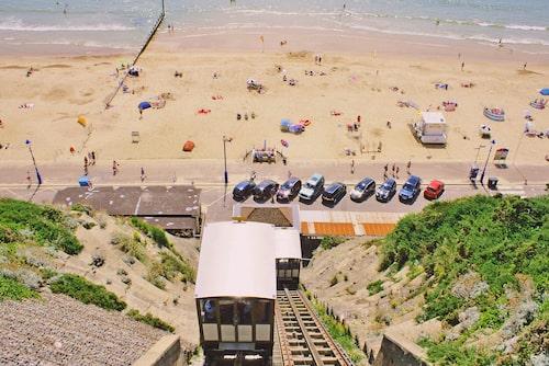 Världens kortaste tågresa släpper av dig direkt på stranden!