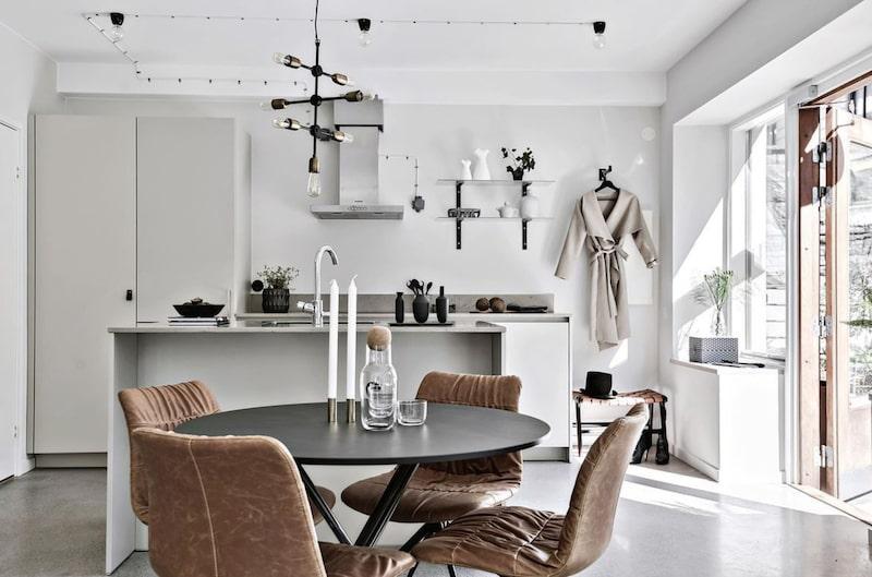 Lägenheten är 46 kvadratmeter stor och är till salu med ett utgångspris på 2 990 000 kronor.