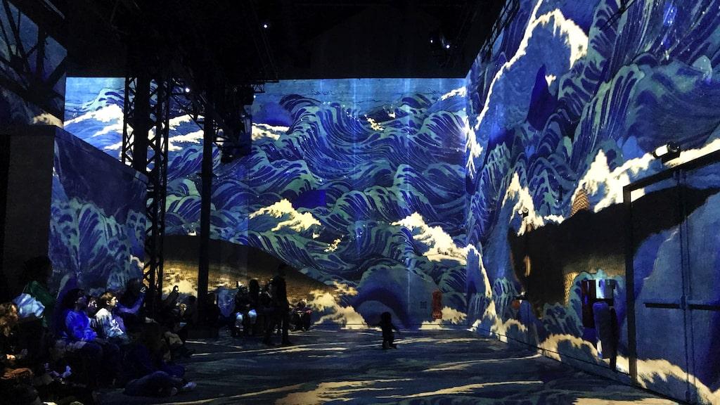 Upplev storslagen konst på Atelier des Lumières.