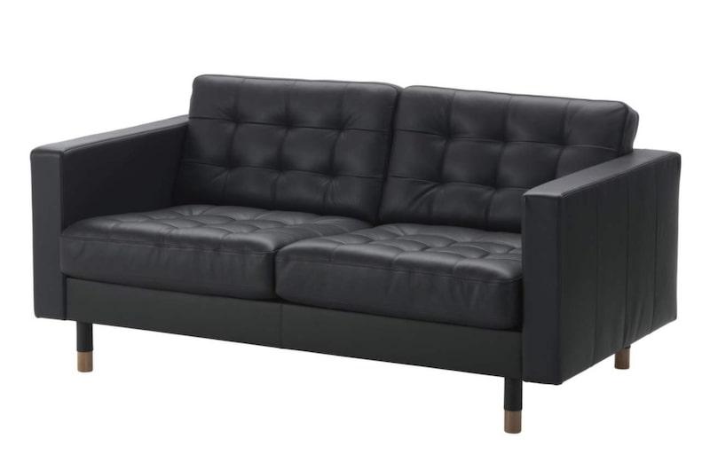 60-talsstil<br>Nyhet från Ikea är lädersoffan Landskrona, tvåsits, 7 295 kronor.