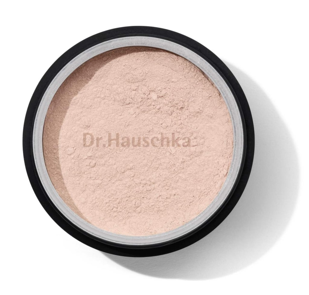 Vårdande puder. Translucent powder, vårdande löspuder som förbättrar en redan lagd makeup, 258 kronor, Dr Hauschka, www.sundloef.com