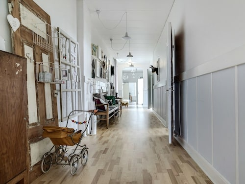 Den gamla skolkorridoren är bevarad – men uppfräschad.