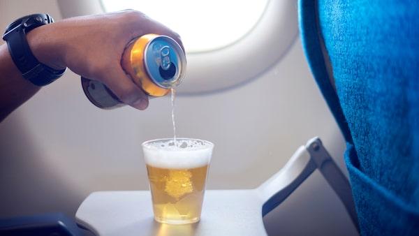 Många firar semestern med alkohol. Men håll det till måttliga mängder.