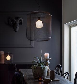 Välj en lampa som du kan fästa på väggen eller fönsterkarmen