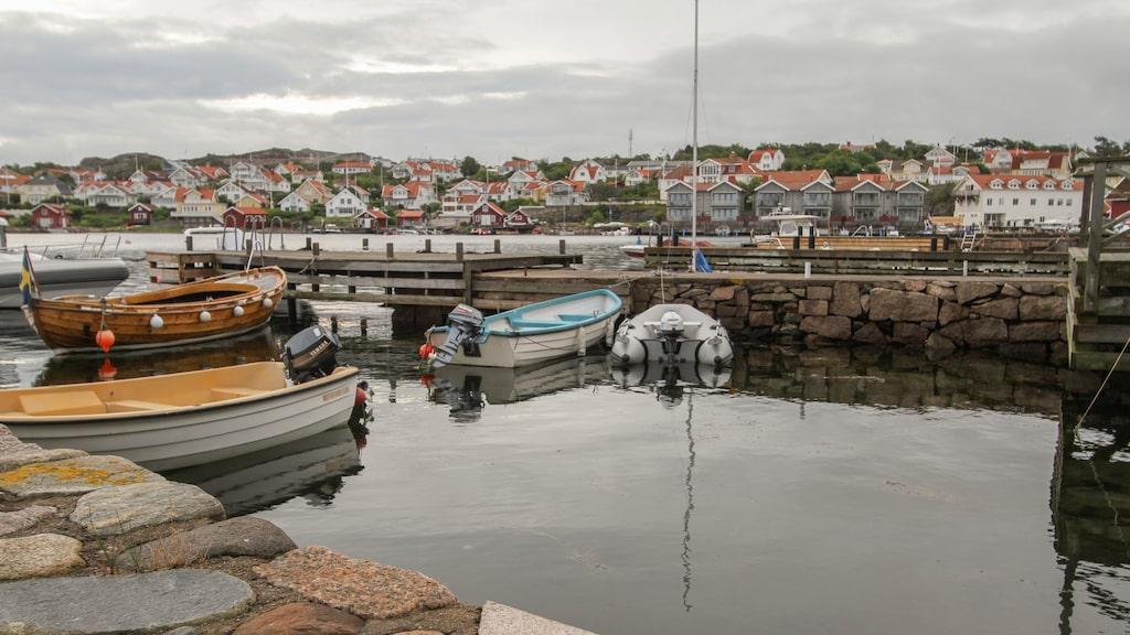 Fiskebäckskil är belägen på Skaftö i mellersta Bohuslän på södra sidan av Gullmarns mynning, mittemot Lysekil.