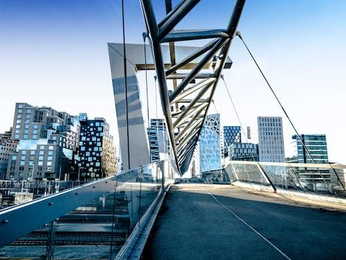 I Oslo kan resenärer upptäcka cool arkitektur, höga berg och trevliga mathak.