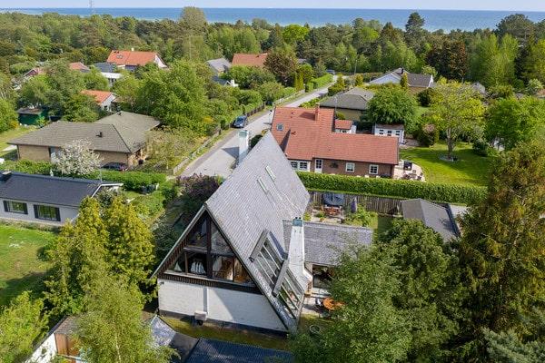 Villan är 265 kvadratmeter, varav 42 räknas som biarea.