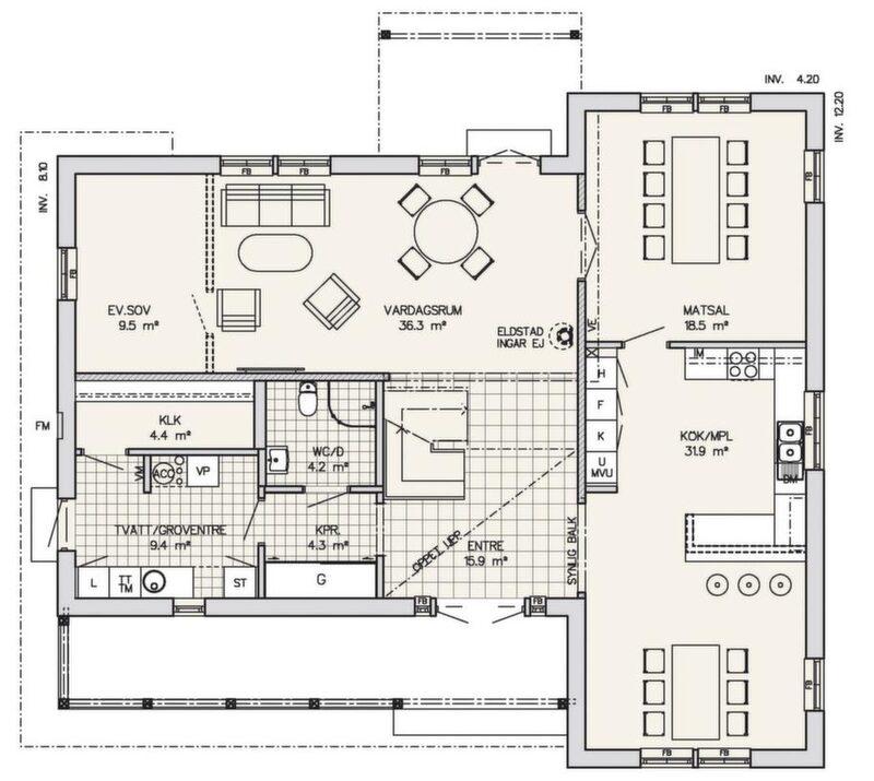 Sommarkänsla året runt<br>Snickarglädjen och den stora verandan ger bilden av en sommarvilla från sekelskiftet. Inne är det fullt modernt med hög standard. Entrén, som är öppen upp till övervåningen, har tillgång till ett extra kapprum och gästtoalett. Köket har bra arbetsytor och en så bra matplats att matsalen kan användas till annat. Vardagsrummet är så stort att det går att dela av det och få ett extra sovrum.