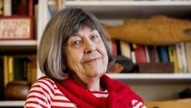"""""""Det handlar om en permanent form av organisation som gör ditt vardagsliv mer smidigt"""", säger svenska konstnären Margareta Magnussons som skrivit """"Döstädning""""."""