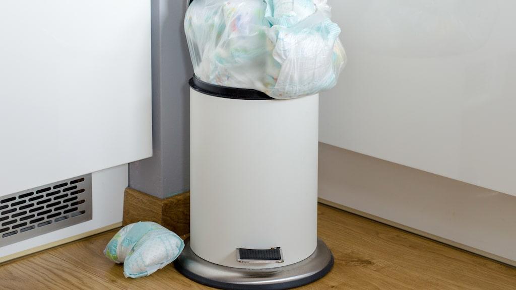 Har du tröttnat på dagliga brottningsmatcher med envisa soppåsar som inte vill lämna sophinken?