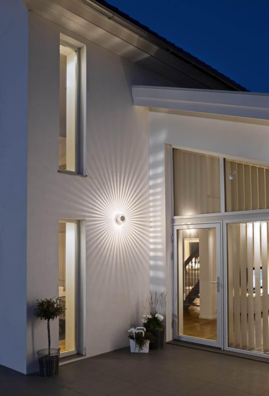 Monza heter väggbelysningen som skapar en sol på väggen, 795 kronor, Konstsmide.