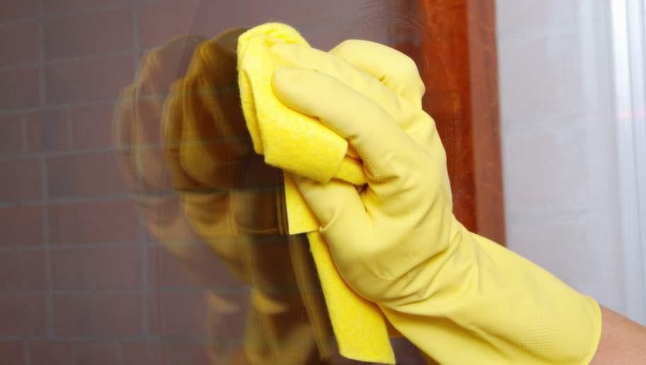 <p>Du behöver inte ha en trasa, skrapa eller liknande för att putsa dina fönster. Kaffefilter fungerar utmärkt!</p>