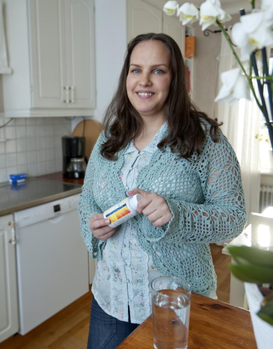 """<strong>Piggare.</strong> Linda Gustafsson Bodén äter en kapsel med D-vitamin från fårull var tredje dag. """"Det har betytt jättemycket för mig, jag betalar gärna extra för att äta extra D-vitamin"""", säger hon."""