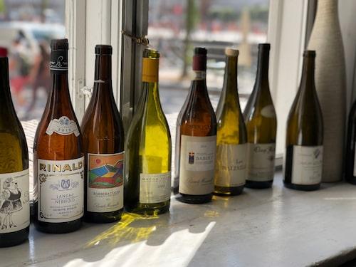Utbudet av viner varierar ständigt på den danska vinbaren Vedstranden 10.