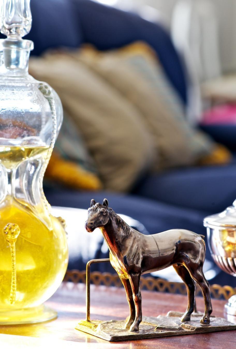 DJURVÄN<br>Överallt i huset syns spår av Catarinas största intressen: Hästar och hundar!