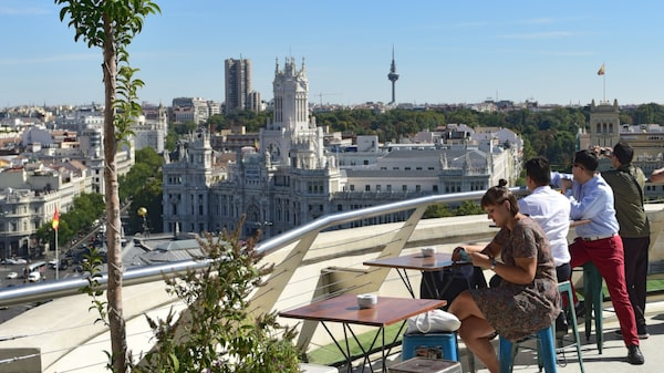 Madrid är både pampigt och småskaligt.