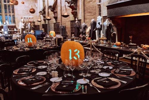 Bord nummer 13 i väntan på middagen.