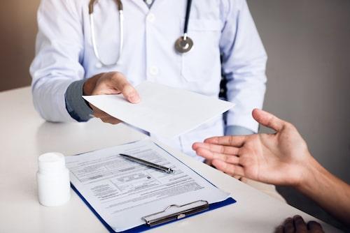 Se till att få ett läkarintyg för att få möjlighet till ersättning.