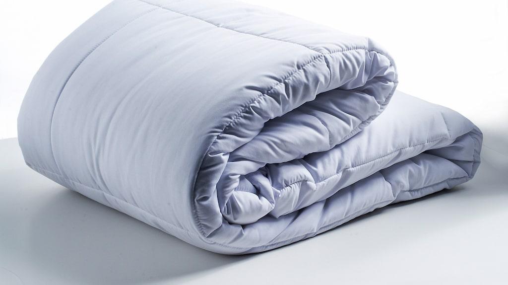 Det är där tyngdtäcket kommer in i bilden. Täcket som använts inom vården i över 12 år kan hjälpa dig mot både sömnproblem, stress, ångest och oro.