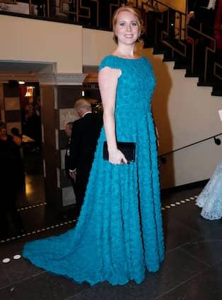 b2cdba3246ed I fjol bar hon en blågrön klänning med applikationer, från Frida Jonsvens.  Foto: PATRIK ÖSTERBERG / IBL BILDBYRÅ / IBL BILDBYRÅ PATRIK C ÖSTERBERG /  IBL / ...