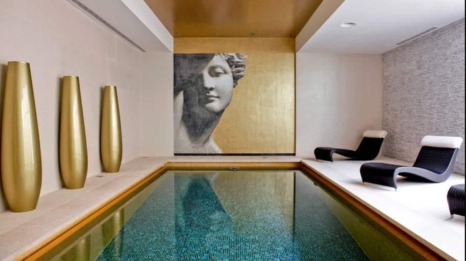 Hotellanläggningen, som har 113 rum och sviter, ligger i staden Rovinj i Istrien.