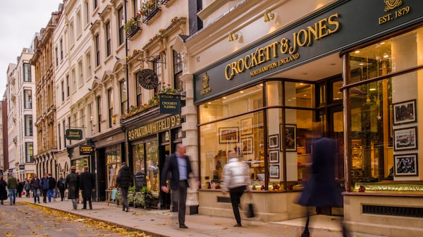 Jermyn Street andas klassisk Londonhistoria och här finns Londons duktigaste skräddare. .