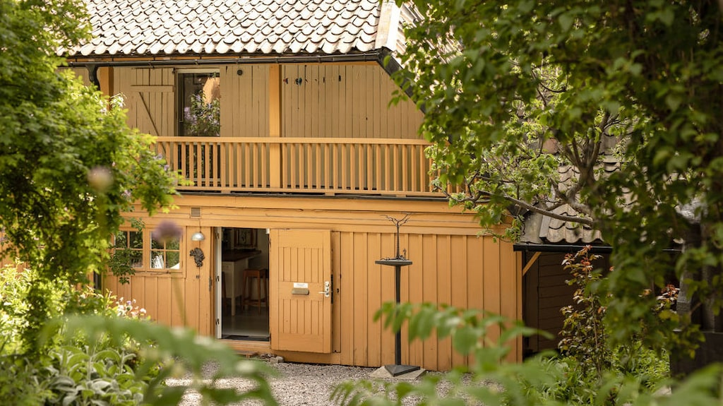 Det charmiga lilla huset ligger på Södermalm i Stockholm och är till salu för 8,5 miljoner kronor.