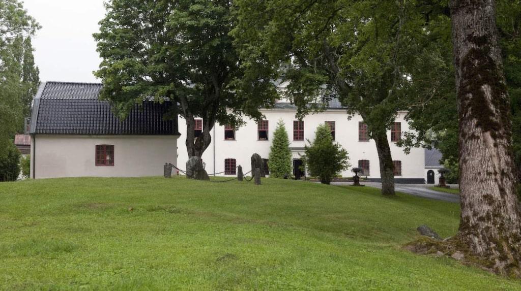 Häringe slott: här gifte sig Camilla Läckberg med Martin Melin, och lagom till alla hjärtans dag erbjuds ett exklusivt paketerbjudande.