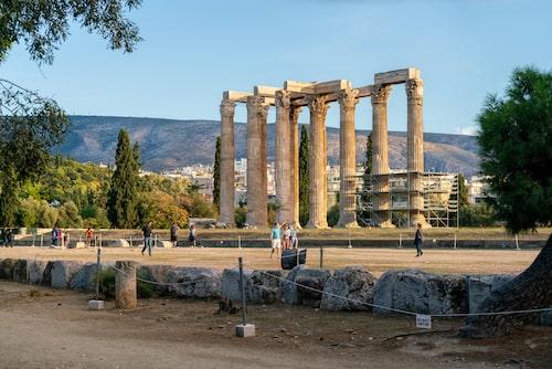 Det som finns kvar av Zeus tempel på Olympia.