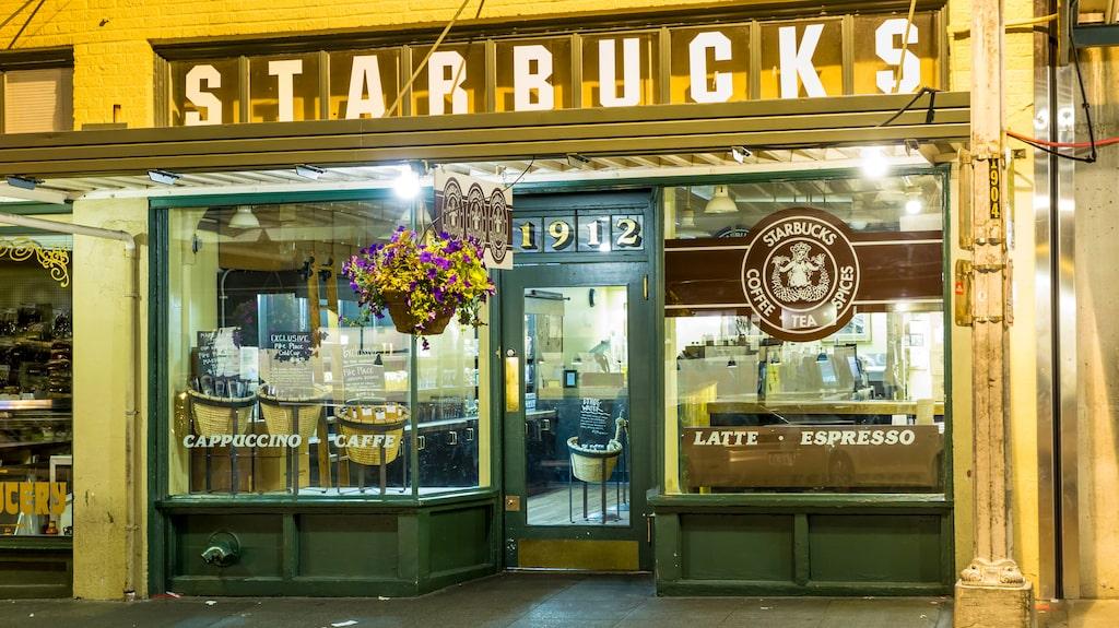 Världens första Starbucks öppnade 1912 på Pike Place.