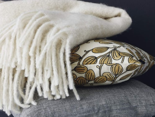 Höstens kollektion som går i dovare toner, mattan underst i högen, 2 999 kronor, Linumdesign.com.