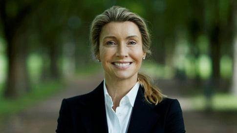 Läkaren och författaren Helena Nyblom säger att man kan skydda sitt hjärta genom att äta mycket grönsaker, frukt, bär och nyttiga fetter.