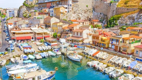 Färgstarka området Vallon des Auffes i Marseille.