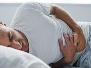 feber och stel nacke