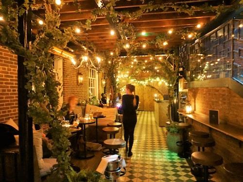 Den nedre av vinterterrasserna på Bloomsbury hotel heter The Club bar.