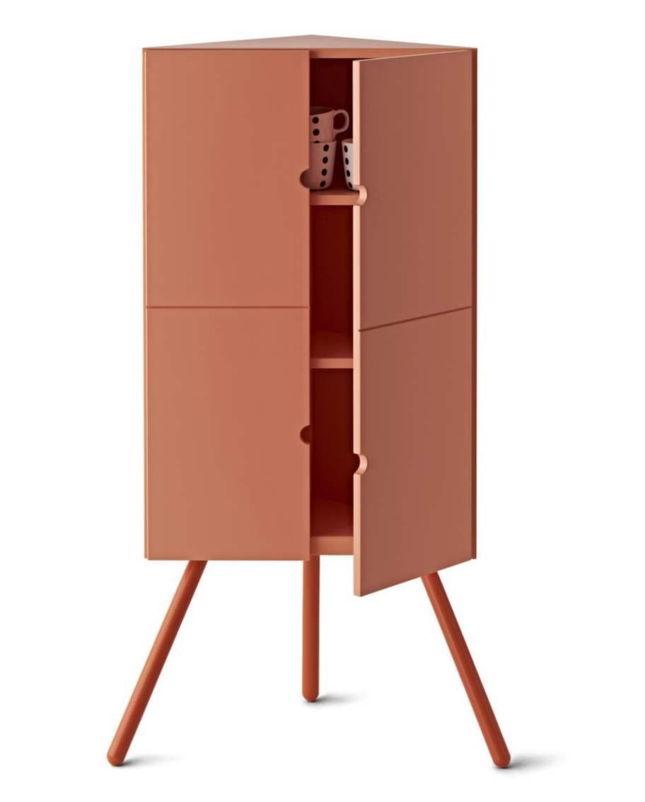 """Hörnskåp som även finns i vitt. """"Tanken är att utnyttja platser som annars inte används"""", säger formgivaren Keiji Ashizawa. Från Ikea PS 2014, 699 kronor, Ikea."""