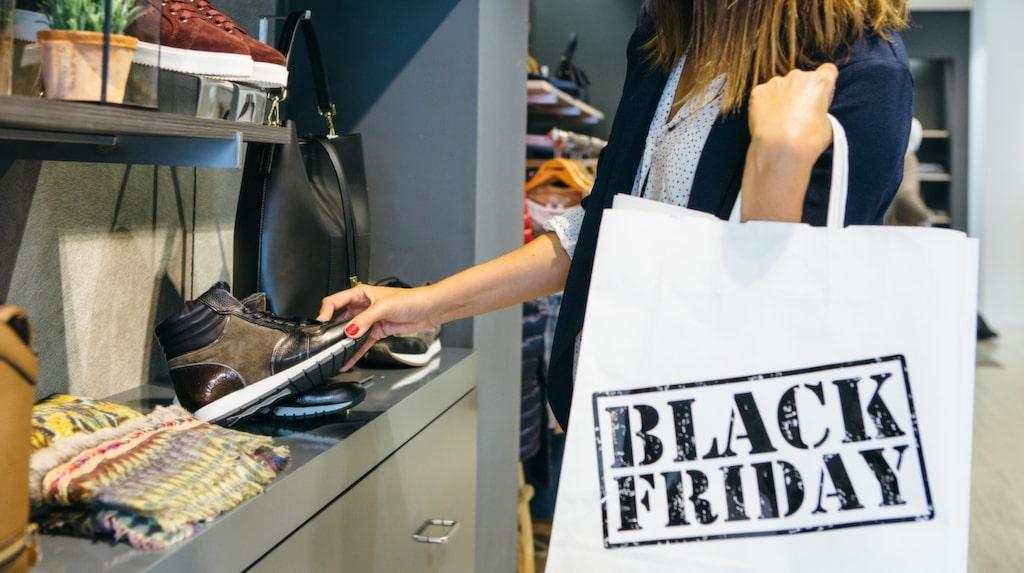 Black Friday 2017 infaller fredagen den 24 november. Då är det stor rea, både i nätbutiker och i fysiska butiker. Redan vid midnatt släpper många företag sina erbjudanden.