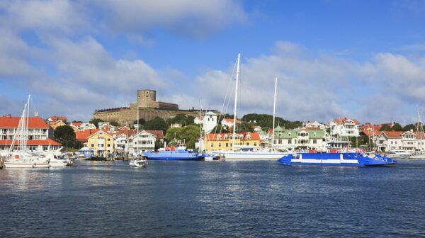 Sveriges seglingsmetropol Marstrand har fängslat både kungar och tjuvar.