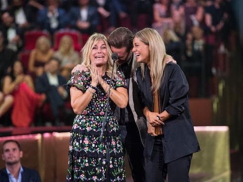 Pernilla Wahlgren och Bianca Ingrosso på Kristallengalan där de vann Årets program och Årets tv-personlighet 2018.