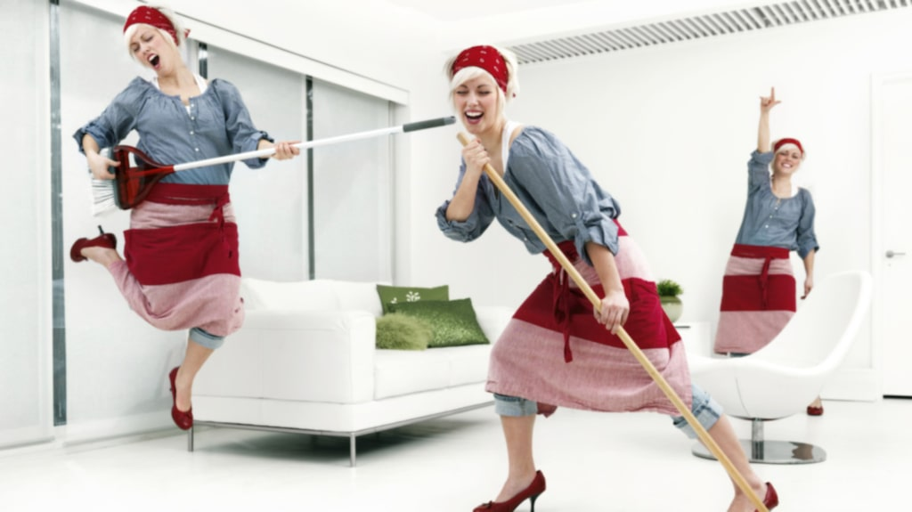 Vi vet, det kan vara lockande att städa ofta och använda extra av alla medel för att få skinande rent hemma. Men du riskerar att förstöra dina fina möbler, kläder och prylar.