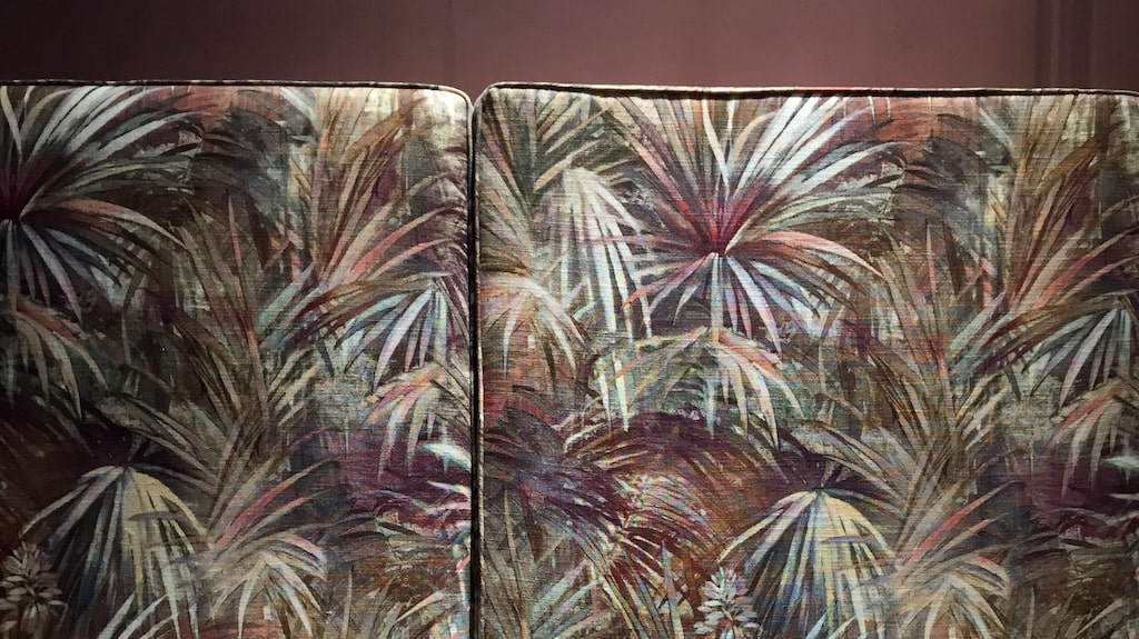 Färgerna är fortsatt pastelliga, men drar också åt jordtoner och rostrött.