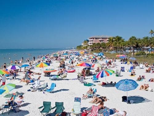 Fort Myers Beach är populär bland turister och lokalbor.