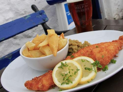 Klassisk fish-and-chips efter vandringsturen.