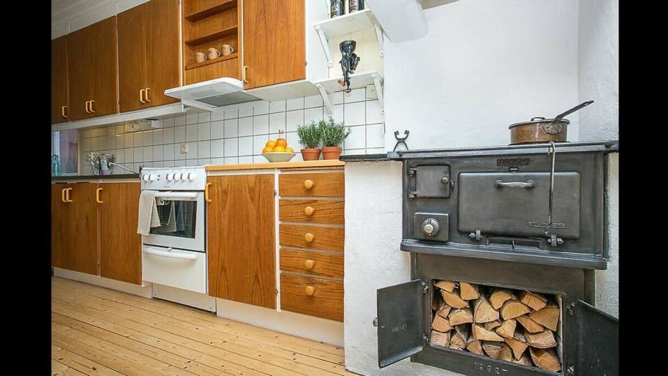 I köket fanns även en gammal vedspis, den lät man vara kvar.