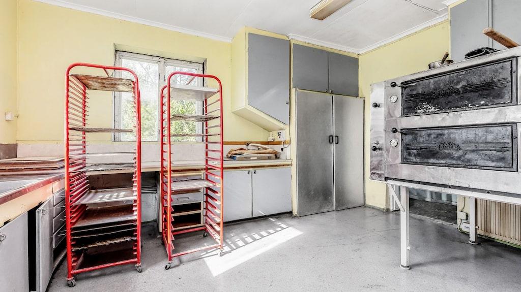 Den förra ägaren använde huset som bageri och loppis.