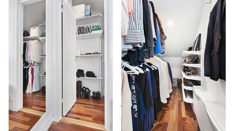 På övervåningen finns gott om plats för klädförvaring.