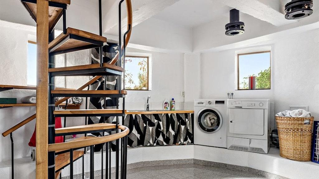 På våning två ligger tvättstugan och pannrum.
