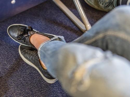 Kompressionsstrumpor är bra för att undvika svullna ben.